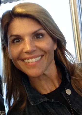 Lori Loughlin accused of Fraud!
